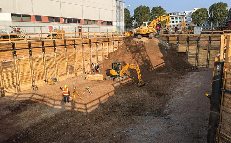 Baugrube für das neue Technikgebäude
