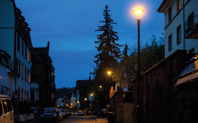 Modernisierte Straßenbeleuchtung