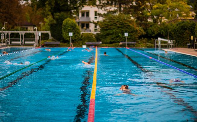 »Einbahnschwimmen« im Kreis während des Corona-Sonderbetriebs