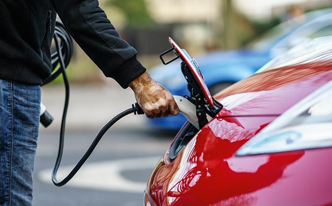 Bund fördert Elektromobilität Ende 2020. Förderungen aufgrund hoher Nachfrage in 2021 aufgestockt.